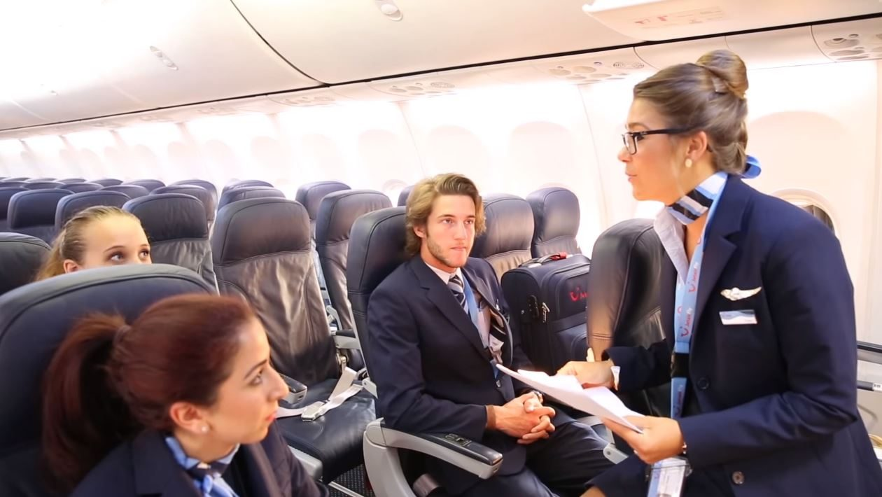 https://www.herkesicinhavacilik.com/wp-content/uploads/2019/12/Behind-the-scenes-A-day-in-the-life-of-a-Jetairfly-Cabin-Crew-Member-1260x710.jpg